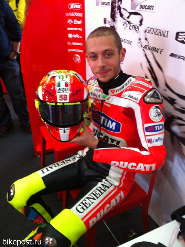 Шлем Валентино Росси в память Марко Симончелли