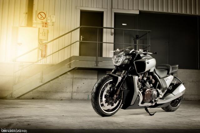 Мотоциклы Yamaha V-Max Special 2012: Маркус Вальц, Роланд Сэндс и Людовик Лазарет